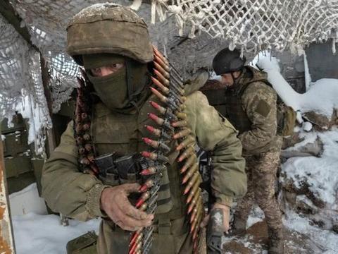乌克兰内战前线一片火海,驻欧美军却见死不救,美:被疫情击溃了