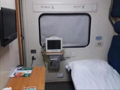 巴铁刚发出求救信号,中国就火速出手,方舱医院直接建到火车上