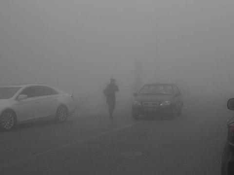 雾霾天过后可别洗车了,简直在毁车,最后一点你注意到了吗