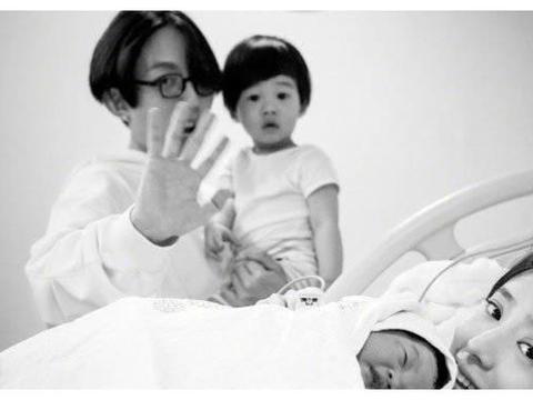 林宥嘉二胎得女三年抱两儿女双全 一句话暖心圈粉