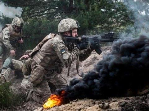 乌克兰前线被炸成火海,7万美军却见死不救,美媒:被疫情吓趴了