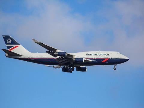 伦敦希思罗机场关闭一条跑道 英航伯恩茅斯机场储存飞机