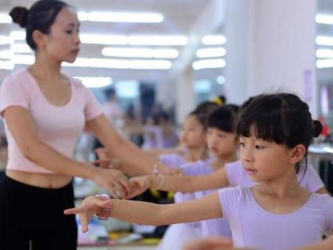 看到别家娃优秀就逼孩子去上兴趣班?培养孩子兴趣