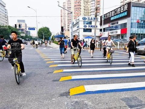 """杭州首开""""车让人""""之先河,说其市民素质高,你只看到了表象"""