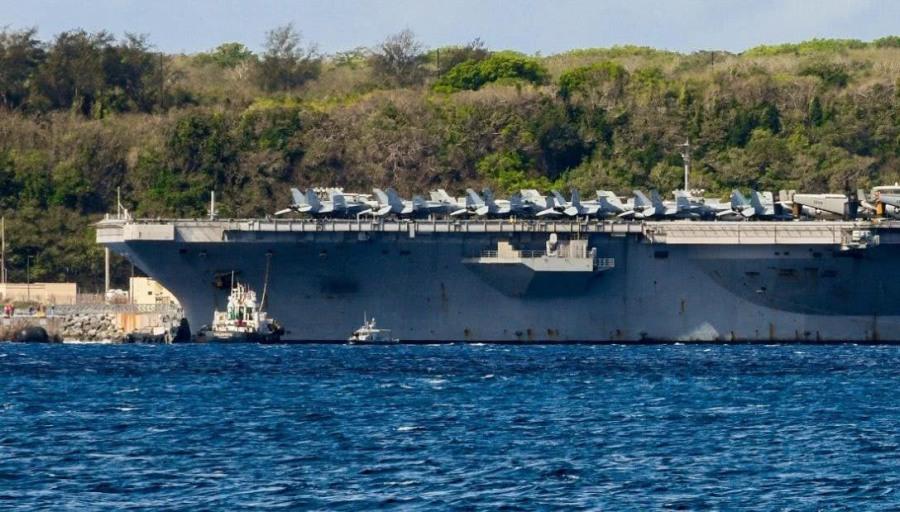 美核巨舰停靠关岛,数十架舰载机被扔上甲板,或无人照管严重生锈