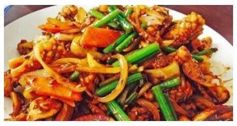简单家常菜:茄汁肉末玉米粒,孜然鱿鱼,木瓜枸杞银耳汤