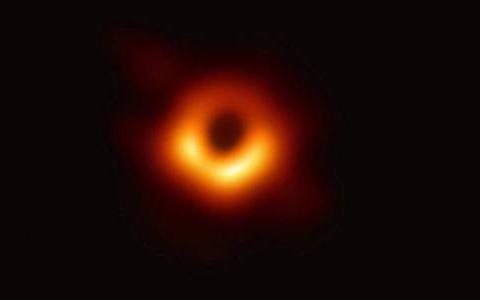重力只影响有质量的物体,但为什么光无法逃离黑洞呢?