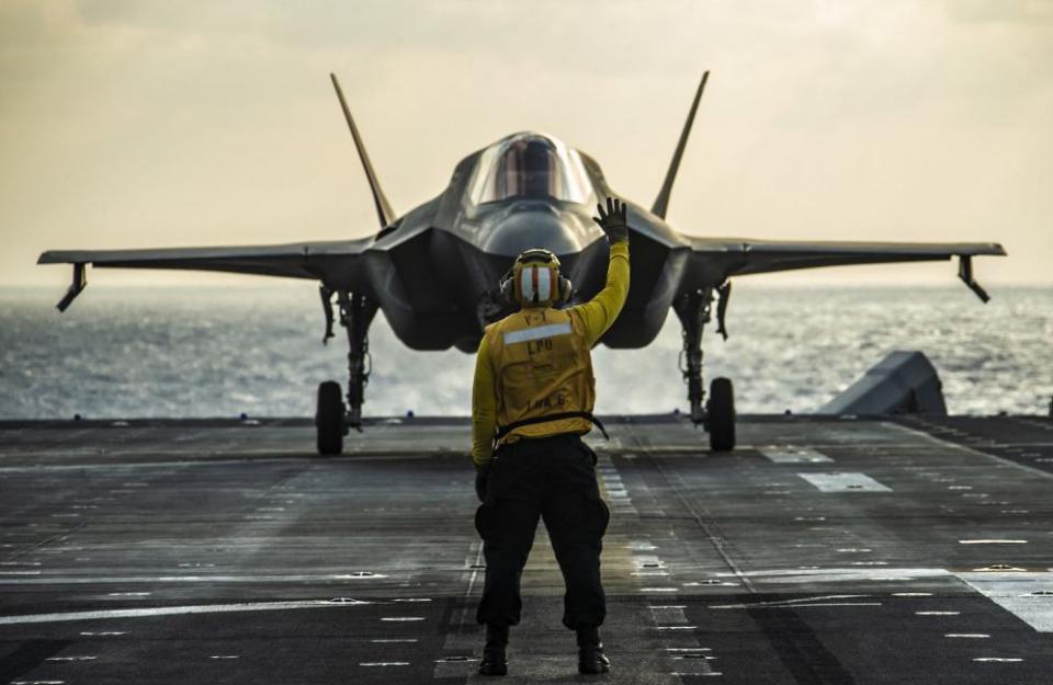 美军航母失去战斗力?13架F35舰载机接近南海,用行动打破谣言