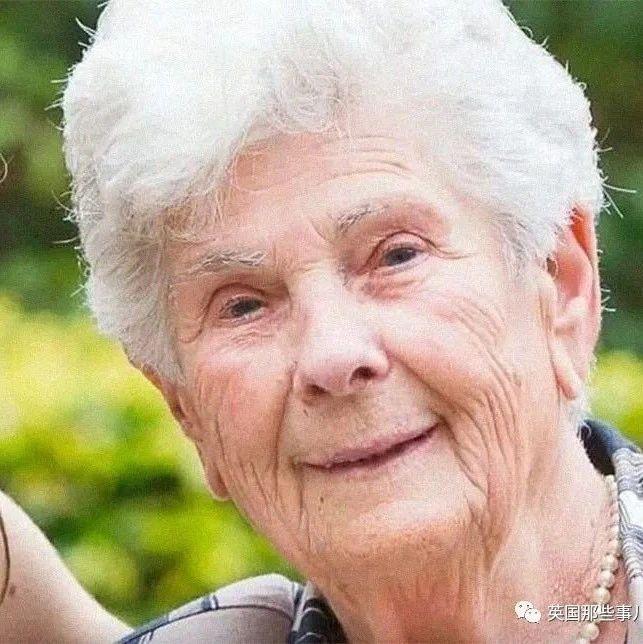 90岁奶奶感染后拒绝呼吸机:留给年轻人吧,我的一生已经很美好了