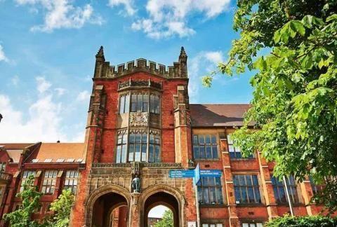 英国TOP30里的老牌名校,曾经是杜伦的一半,如今有最好的医学院