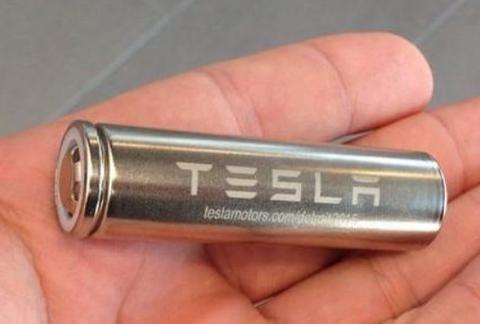 拆开特斯拉内部,露出7000多节5号电池,网友:核心技术就这?