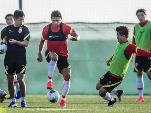 国足即将解除隔离,已归化5名巴西球员,斯科拉里应早接替李铁!