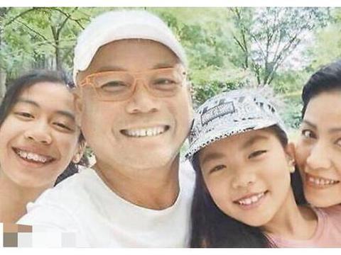 巫启贤全家福曝光,两女儿颜值惊人,大女儿极具音乐天赋