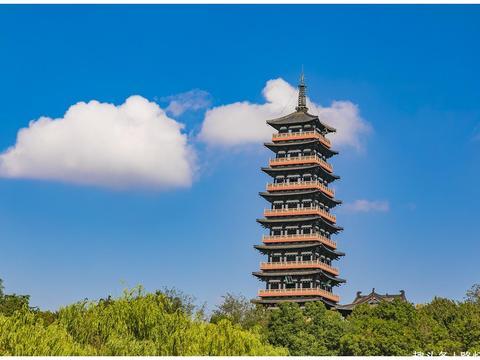 """中国最""""传奇""""的3座古塔,湖光塔影,气势磅礴,诗仙李白也赞美"""