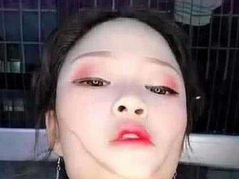 女子逆天化妆术火了,国字脸变瓜子脸,网友:确定不是特效