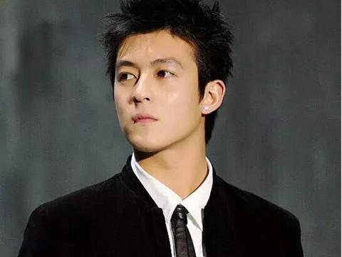 15年前视觉中国拍的陈冠希,全素颜连眉毛都没化,穿着打扮好洋气