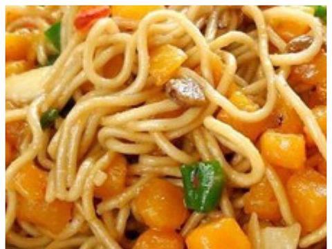 精选美食:油条烧丝瓜、薯香焖面、笋丝牛肉、香蕉饼的做法