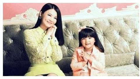 李湘女儿和刘德华女儿,差距一目了然,这就是土豪与豪门的距离!