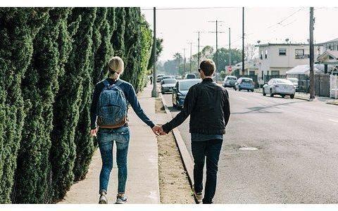 一个中年离婚女人的醒悟:所有的婚外恋,都是从这点开始的