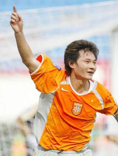 他是中国足球末代甲A金靴,亚洲杯失误一蹶不振