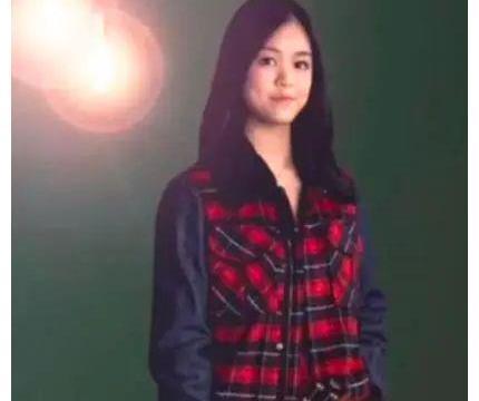 吕丽君离开刘銮雄更潇洒,儿女搭档弹琴配合默契,她更像人生赢家