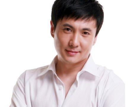 毕业于解放军艺术学院,中国内地男演员、导演,沈腾