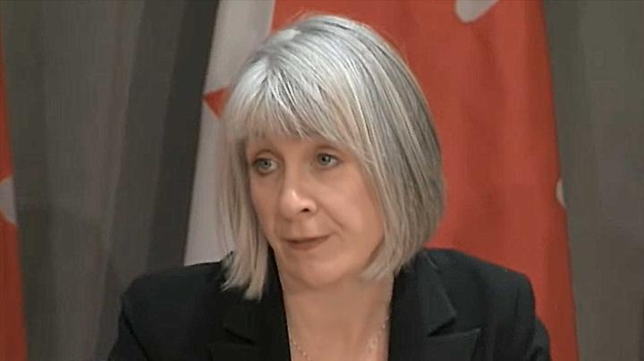 """记者借疫情数据""""挑事"""" 加拿大卫生部长:你在推销""""阴谋论"""""""