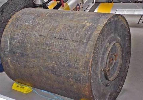 二战德国制造的逆天武器;载人炸弹,弹跳炸弹