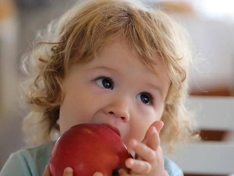 孩子咳嗽不见好,这4种水果多给孩子煮着吃,强脾肺发育快!