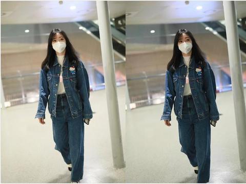 柳岩真的好会穿,简单牛仔装配空气刘海,轻松减龄美回18岁