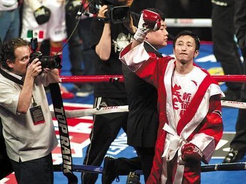 邹市明曾弃100万战奥运,7年前职业拳击首秀,4回合获胜华丽转身