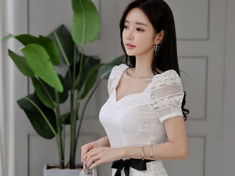 白色系带鱼尾裙,蕾丝泡泡袖,这是每个女生心中的公主梦