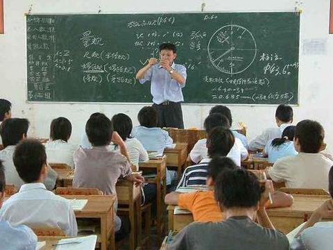 """中小学出现""""男教师荒"""",为什么很多优秀男生都不愿意当老师?"""