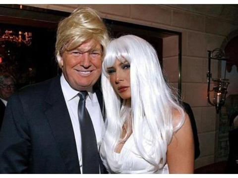 没想到13年前特朗普也是一个非主流,与妻子梅拉尼娅戴假发玩时尚
