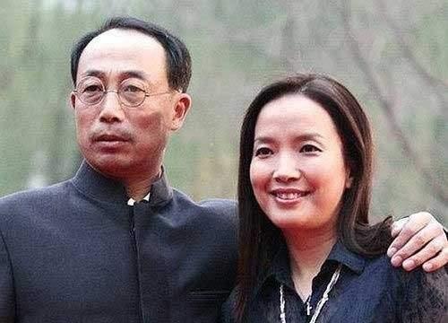 4月3日是吕丽萍60岁的生日,儿子张博宇像往年祝福,太像张丰毅