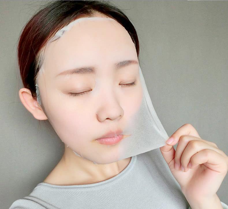 面膜中的塑料纸到底该不该扔?怎么用效果会更好呢?