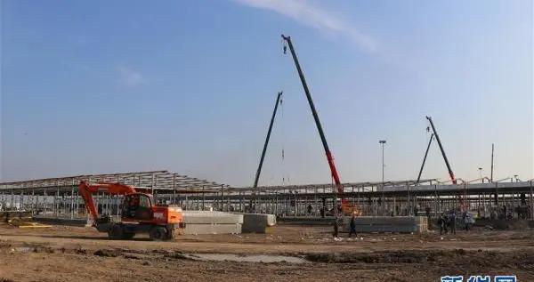 建设中的塔什干方舱医院