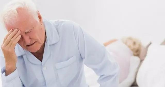 """身体出现3种迹象,多半是""""脑梗""""的征兆,不能拖,及早就医"""