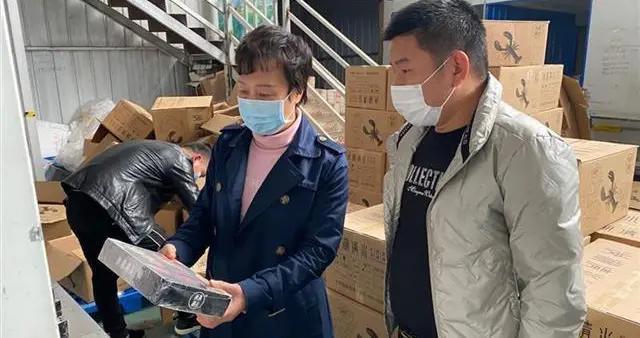 """湖北洪湖市委书记张远梅再为洪湖清水小龙虾""""吆喝"""""""