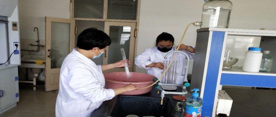 蓟州区生态环境局对东赵镇、洇溜镇境内的河道水体进行采样分析