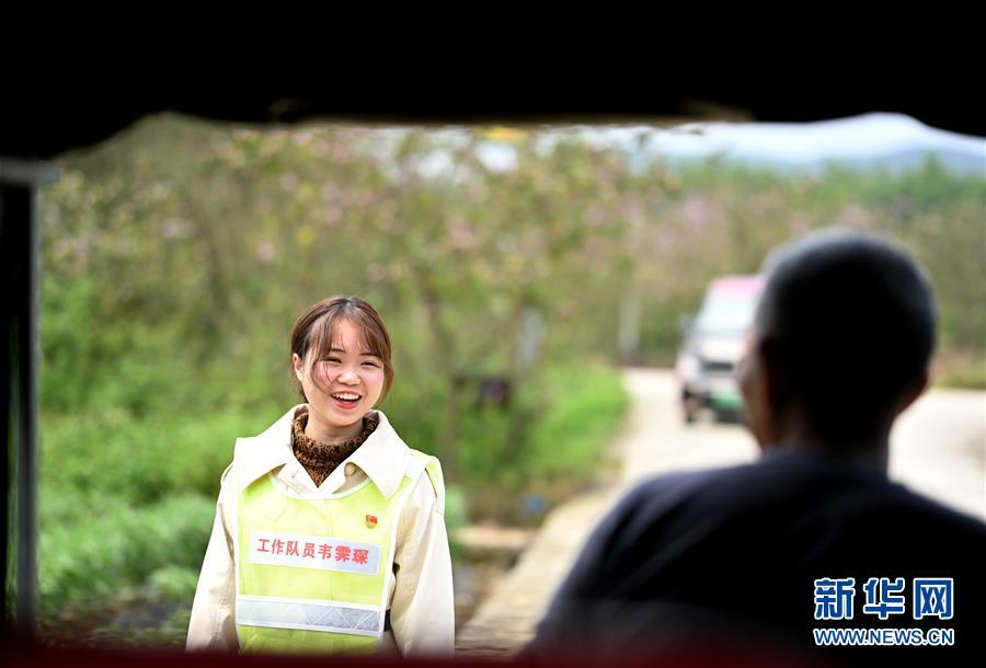 广西柳州:90后女硕士进村扶志路