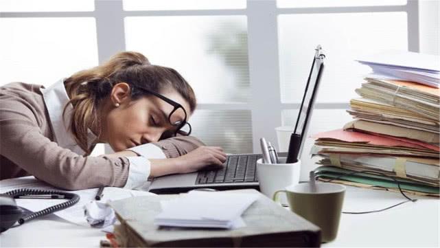 上班久坐不动,为何还那么累?原来真正累的是它,很多人都忽视了