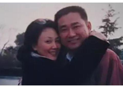 她出道就大红,不输刘晓庆,嫁军官恩爱41年,为儿子淡出演艺圈