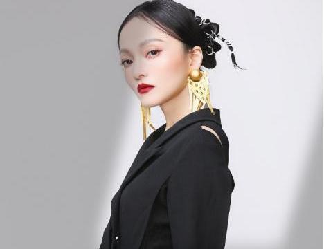 张韶涵眼妆美得惊艳!分享4款眼影妆容,让你高光出门
