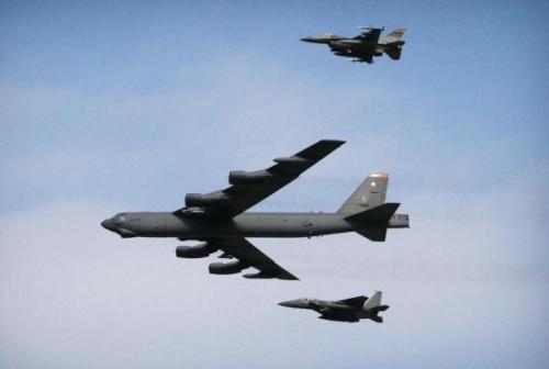 本土疫情严峻:美海外军事行动停摆,B52战略轰炸机执行战备巡逻