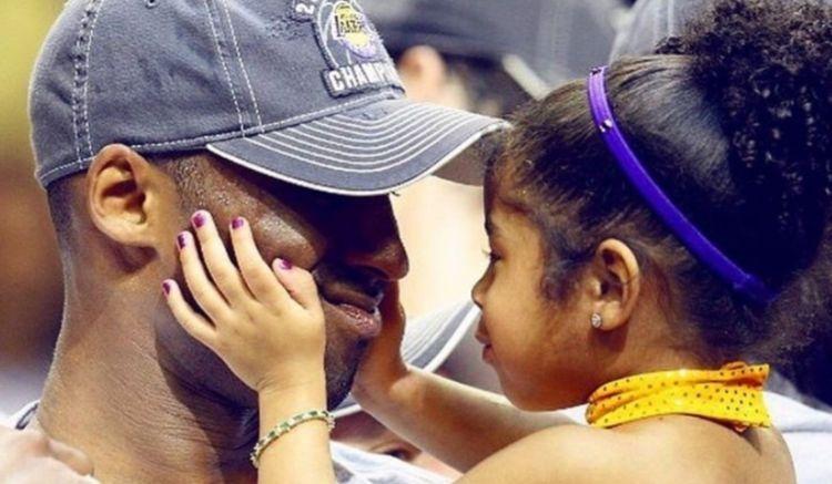 她是湖人24号和奥运冠军的女儿!老科真是好父亲,Gigi太自豪了