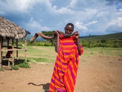 非洲草原隐居着一神秘部落,肯尼亚马赛人,弹跳力十足出门带木棍