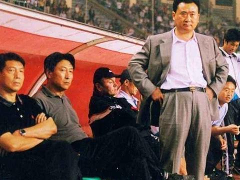 还记得王健林退出中国足坛的原因吗?球迷:太心酸!