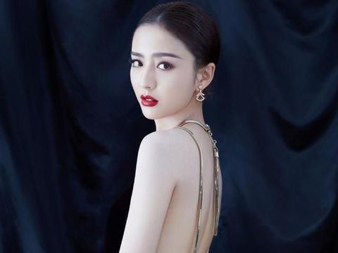 佟丽娅越来越贵妇了!露背长裙搭配红色系珠宝,高贵又迷人
