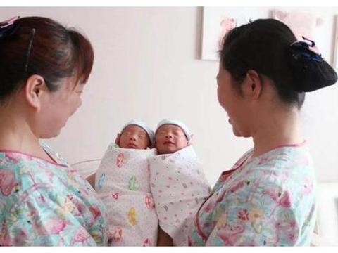 双胞胎姐妹嫁给了双胞胎兄弟,各自生下孩子以后,两家人哭笑不得